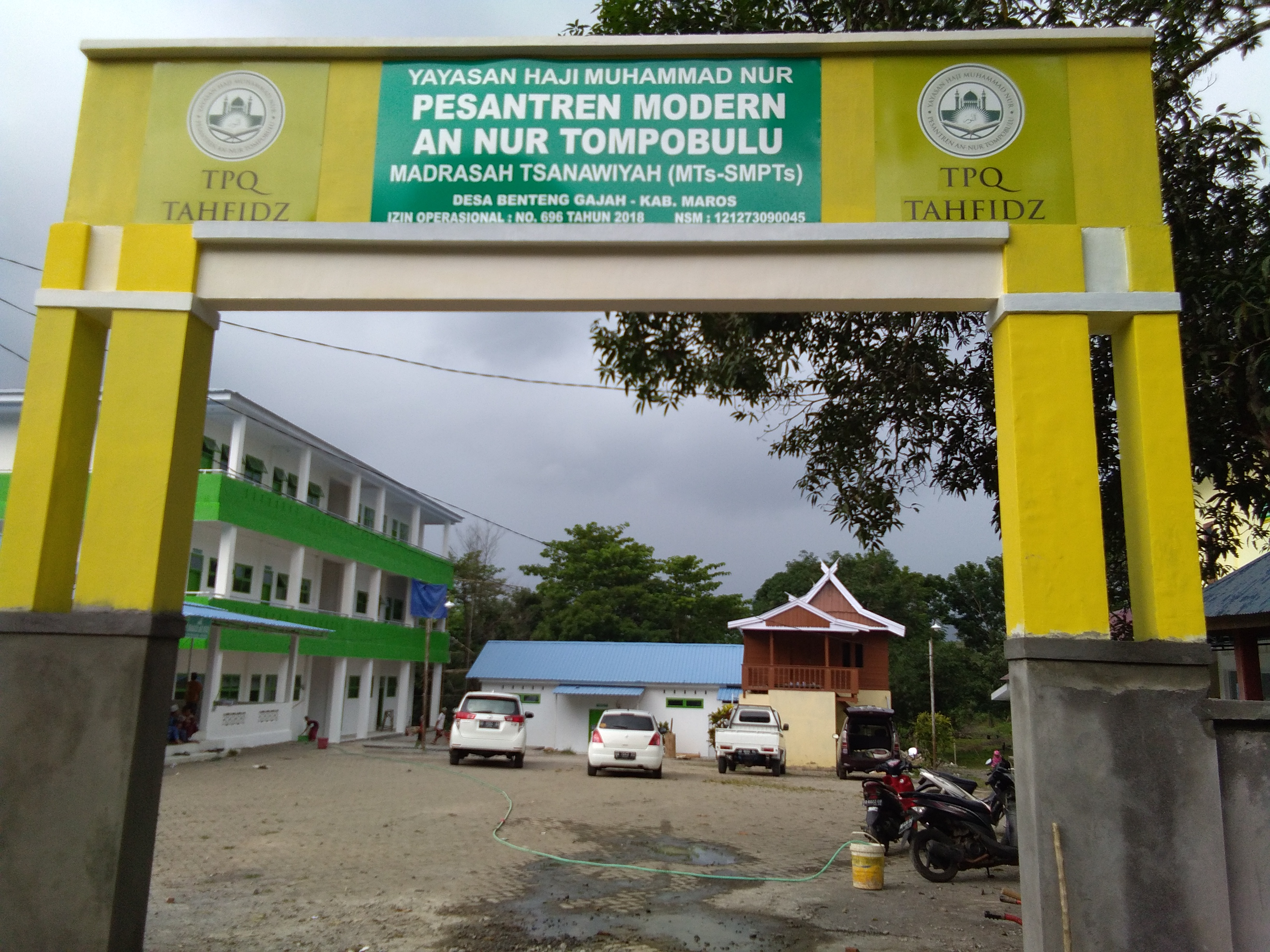 Pemasangan papan nama Pondok Pesantren An-Nur